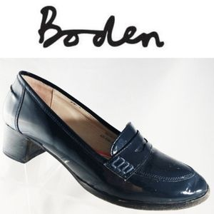 Boden Women navy blue patent leather penny loafer